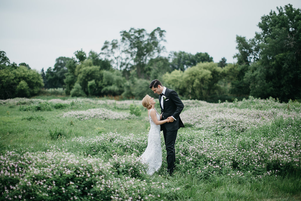 Happy Hollow Country Club Omaha Nebraska Midwest Wedding Couple Field