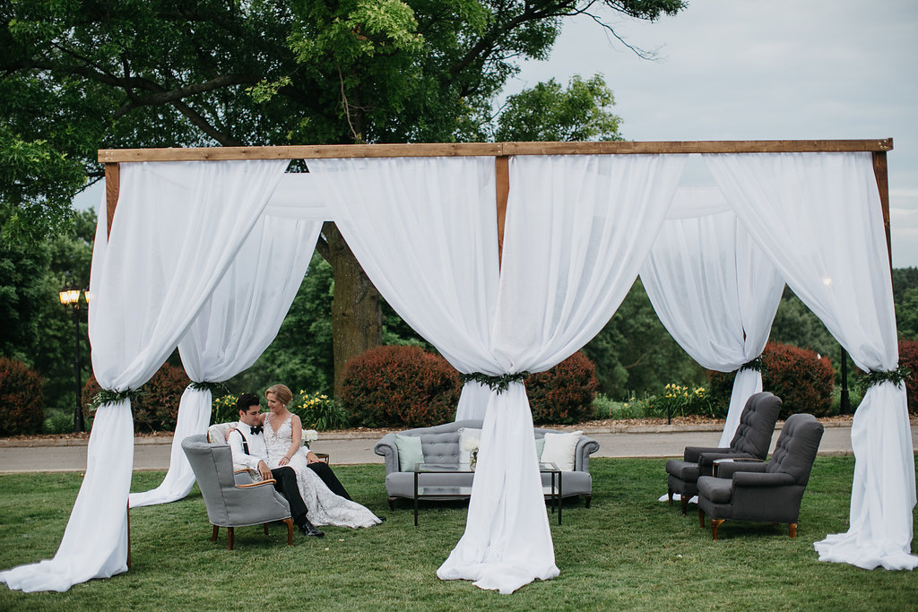 Happy Hollow Country Club Omaha Nebraska Midwest Wedding Cabana Lounge