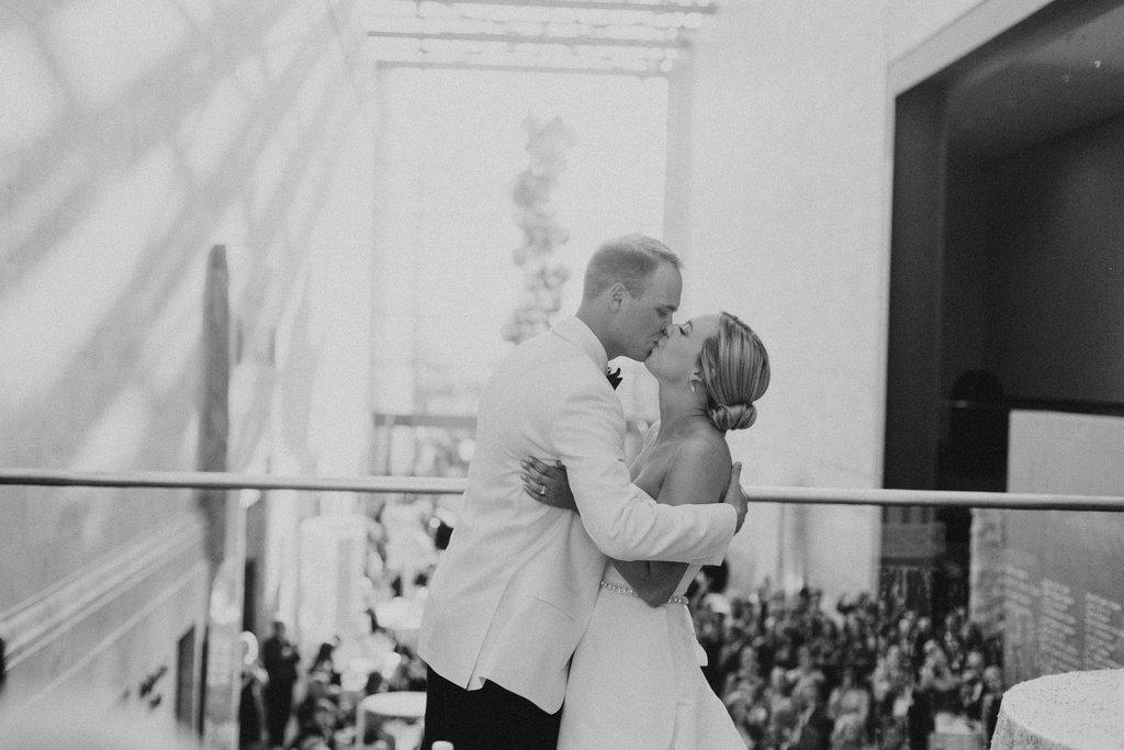 Joslyn Art Museum Omaha Nebraska Midwest Wedding Wedding Kiss