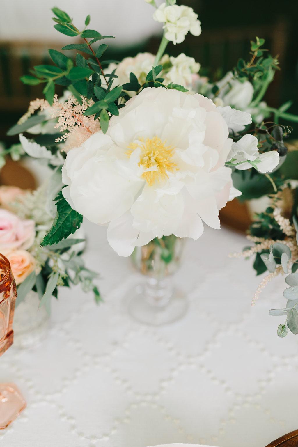 Nebraska Midwest Tent Wedding Flowers
