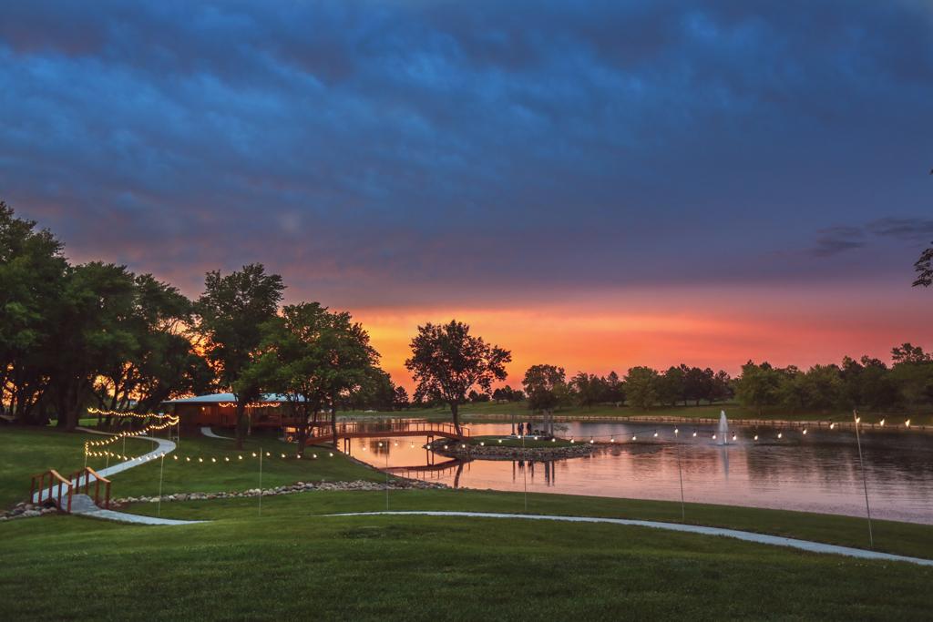 Nebraska Midwest Wedding Avalon Event Paradise Sunset